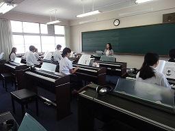 保育ピアノ.jpg