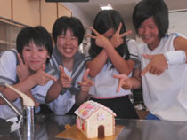 10.06.29_お菓子の家8.jpg