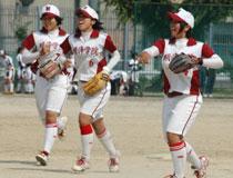 11.06.04_softball05.jpg