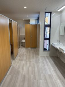 本館3階東トイレ完成しました。2月17日から使用可能です。